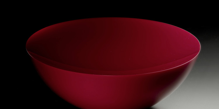 Frantisek Vizner Red opaque glass bowl, 2010 30 x 15 cm Photo © Gabriel Urbánek Courtesy of Clara Scremini, Paris