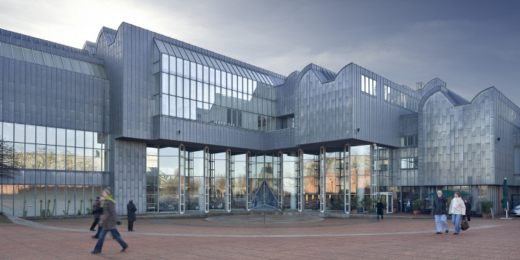Museum Ludwig mit Heinrich-Böll-Platz. © Tomas Riehle/arturimages