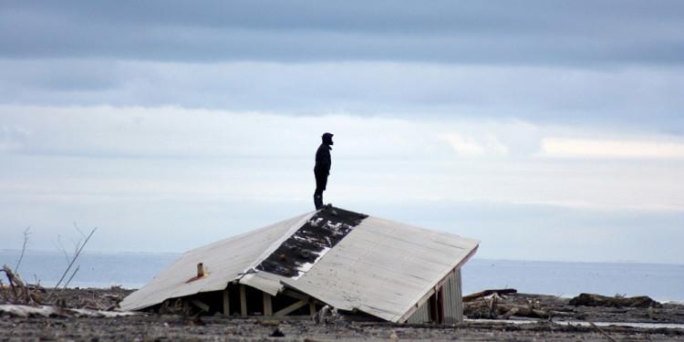Azione Chaitén 17 Sismografía de Chile, 2009 Fumo su carta, pietra, sabbia, cenere, l'acqua del Rio Blanco e la casa. Video dell'azione. Pezzo unico