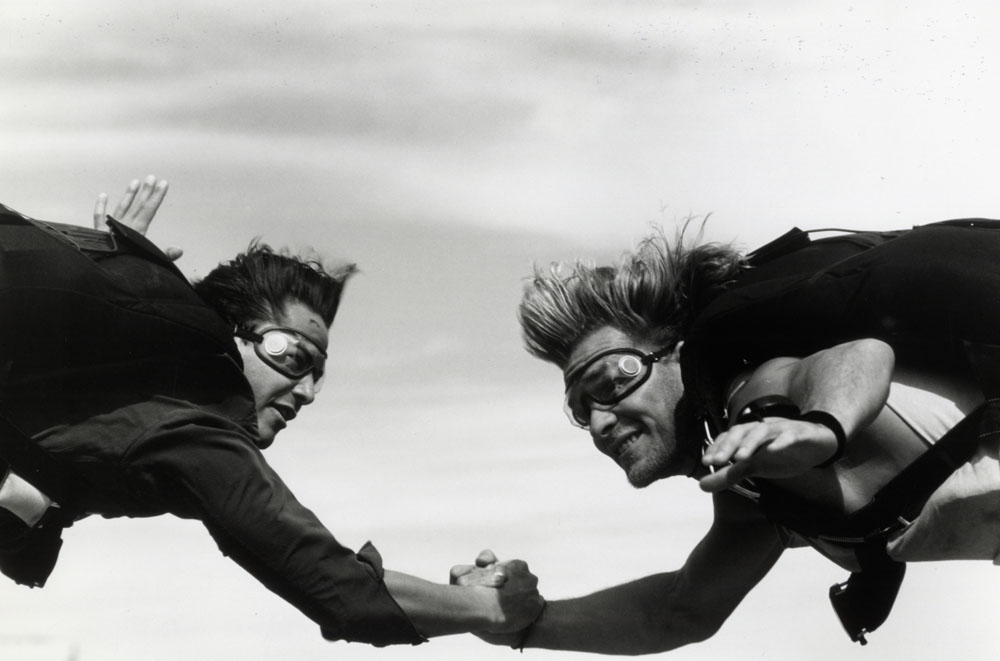 Point Break. 1991. USA/Japan. Directed by Kathryn Bigelow. Pictured: Keanu Reeves and Patrick Swayze. Image courtesy of Richard Foreman, © 1991 Largo Entertainment.