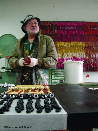 Arman dans son atelier © Fondation A.R.M.A.N.