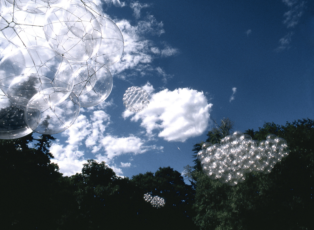Tomás Saraceno Flying Garden/Air-Port-City, 2005 Installation view at Villa Manin, Centre for Contemporary Art, Italy, 2005 Courtesy: The artist and Andersen's Contemporary, Tanya Bonakdar Gallery, pinksummer contemporary art, Foto: Sillani