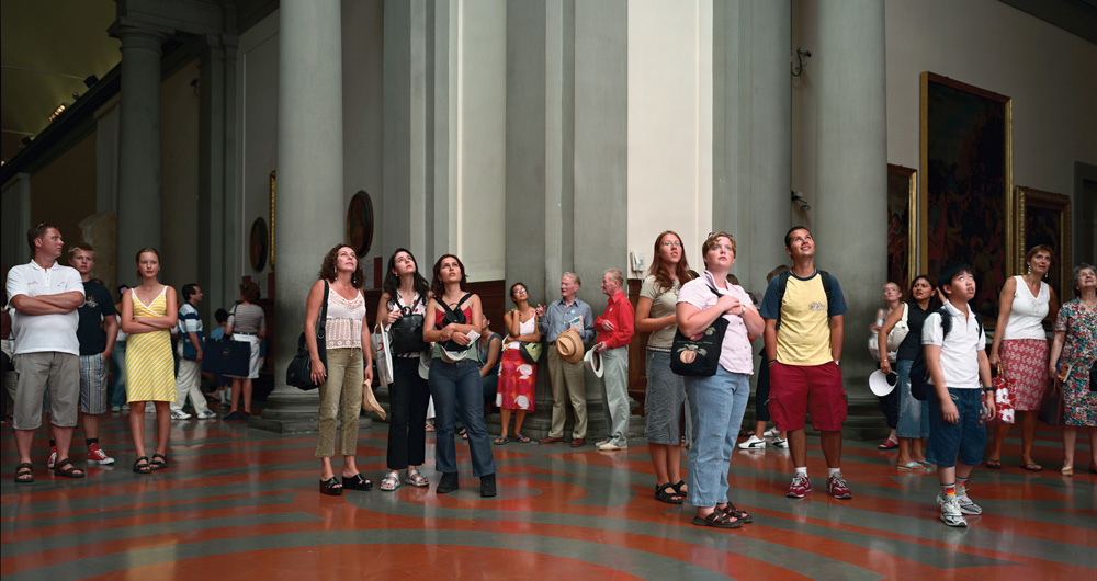Thomas Struth Audience 4 (Galleria Dell'Accademia), Florenz, 2004 C-print mounted on UV Plexiglas 185.1 x 341.6 x 6.3 cm © Thomas Struth. Courtesy of the artist and Marian Goodman Gallery, New York / Paris