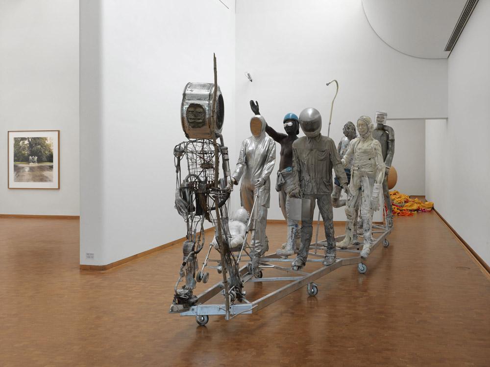 Pawel Althamer Bródno People, 2010 Verschiedene Materialien 252 x 600 x 165 cm Sammlung Goetz Foto: Achim Kukulies © Pawel Althamer, Courtesy Sammlung Goetz