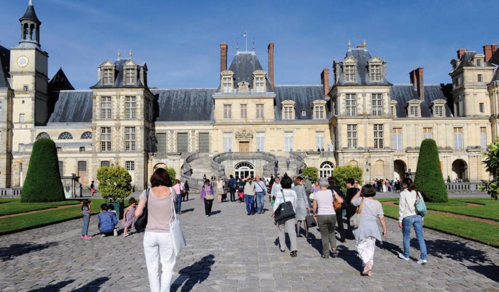 La cour d'Honneur du château de Fontainebleau lors de la première édition du Festival de l'histoire de l'art, mai 2011 © Didier Plowy - Ministère de la Culture et de la Communication