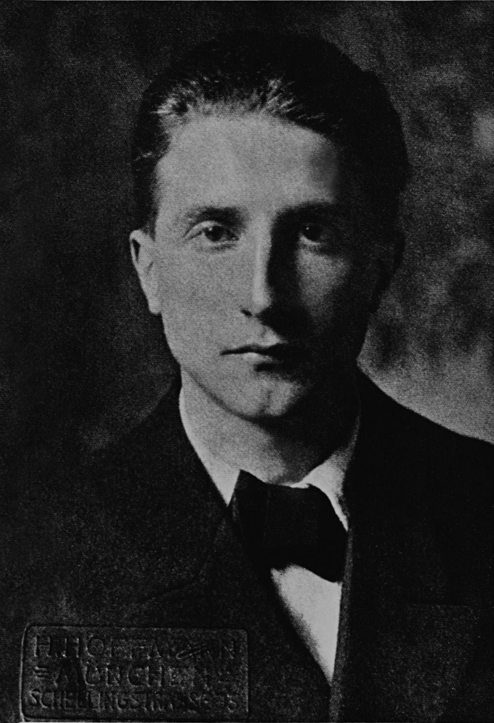 Classify French Dadaist Marcel Duchamp