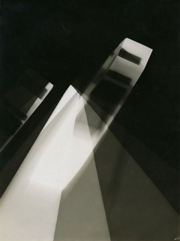 Licht-Bilder: Fritz Winter and Abstract Photography László Moholy-Nagy, Untitled (Photogram), 1925, Gelatin Silver Print, 23,7 x 17,8 cm Museum Folkwang, Essen, Fotografische Sammlung © VG Bild-Kunst, Bonn 2012 Museum Folkwang, Essen, Fotografische Sammlung © VG Bild-Kunst, Bonn 2012