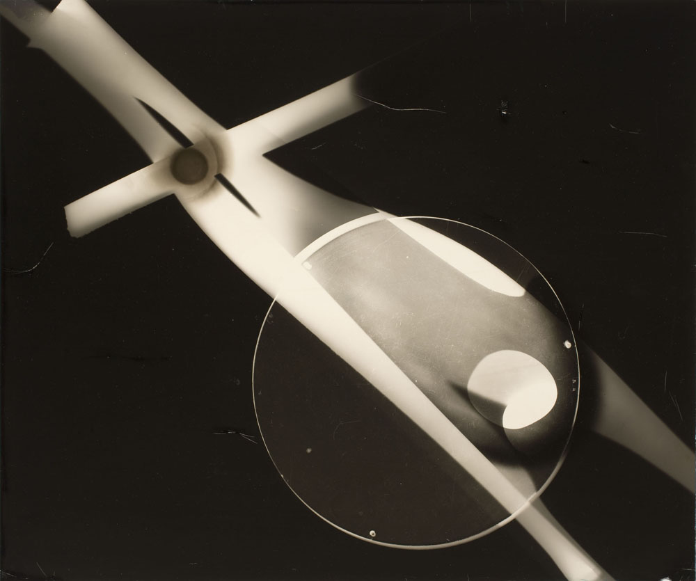 Licht-Bilder: Fritz Winter and Abstract Photography László Moholy-Nagy, Untitled (Photogram), c. 1939-1941, Gelatin Silver Print, 40 x 47,8 cm George Eastman House, Rochester, New York © Artists Rights Society (ARS), New York / VG Bild-Kunst, Bonn 2012 Museum Folkwang, Essen, Fotografische Sammlung © VG Bild-Kunst, Bonn 2012