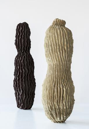 TURI HEISSELBERG PEDERSEN Tubercules   113 x 21 cm - 111 x 23 cm grès, engobe et glaçure 2012