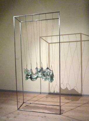 PIPALUKE LAKE Vue de l'exposition rétrospective de PIPALUK LAKE à Sophienholm, Kgs. Lyngby, Danemark, 2012 Framework II 228 x 106 x 36 cm verre, oxide, papier et fer  2011