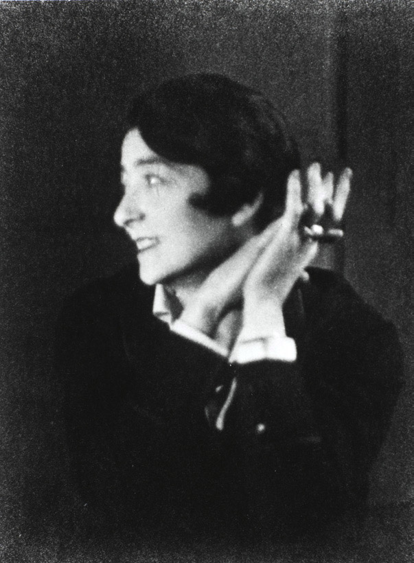 Berenice Abbott, Portrait d'Eileen Gray, Paris, 1926 © Berenice Abbott / Commerce Graphics