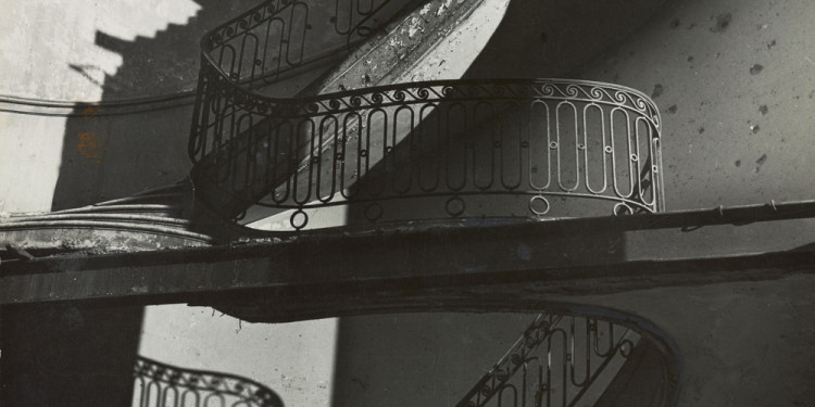 Bill Brandt. Bombed Regency Staircase, Upper Brook Street, Mayfair. c. 1942. Gelatin silver print, 9 x 7 5/8″ (22.8 x 19.4 cm). The Museum of Modern Art. Acquired through the generosity of Clarissa A. Bronfman. © 2012 Bill Brandt Archive Ltd.