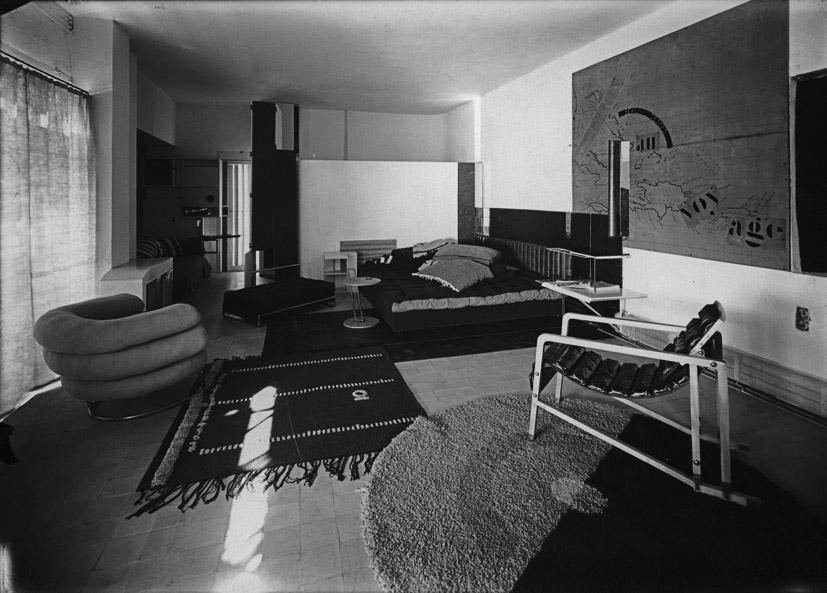 Villa E 1027, Eileen Gray et Jean Badovici, vue du salon Centre Pompidou, Bibliothèque Kandinsky. Fonds Eileen Gray. Photo Alan Irvine