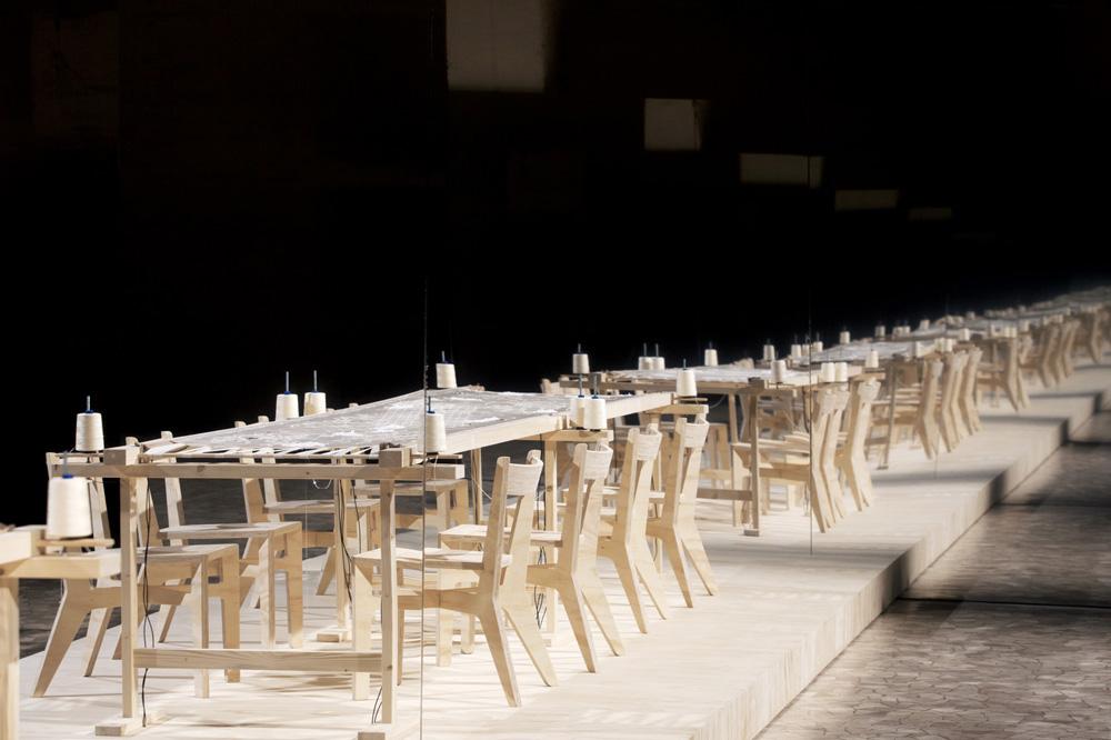 01.CROCHET DE LUN+VILLE Fugato for eight embroiderers and amplified frame. Stato di Famiglia