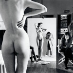 Immagine 3 Helmut Newton Autoritratto con la moglie e le modelle Vogue Studio, Paris 1981 © Helmut Newton Estate