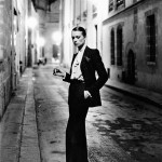 Immagine 5 Helmut Newton Rue Aubriot, French Vogue dalla serie White Women Paris 1975 © Helmut Newton Estate