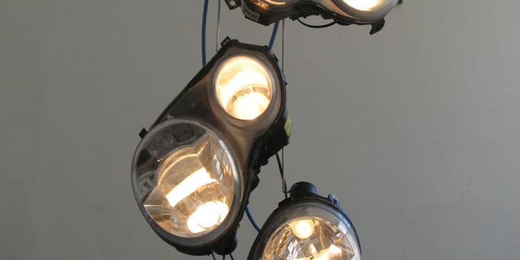 Levy Arik Galerie Slott Crisis, 2013 L 43 x W 25 x P 22 cm / phare Plastique, verre