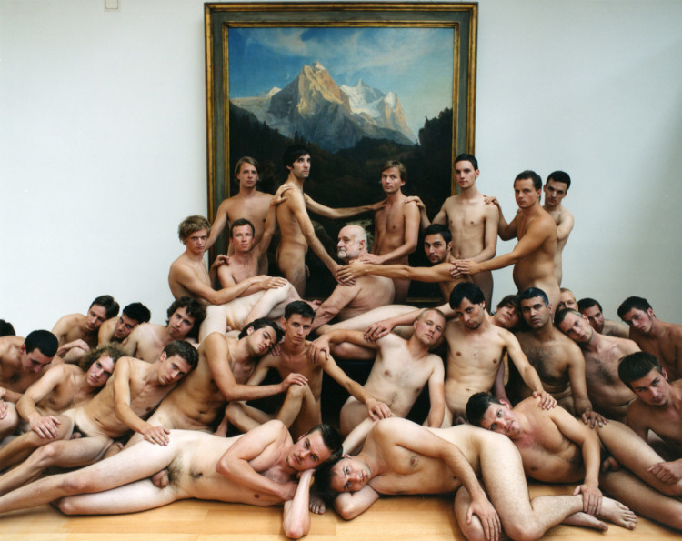 Spencer Tunick: Düsseldorf 5 (Museum Kunst Palast), 2006. Courtesy Stephane Janssen