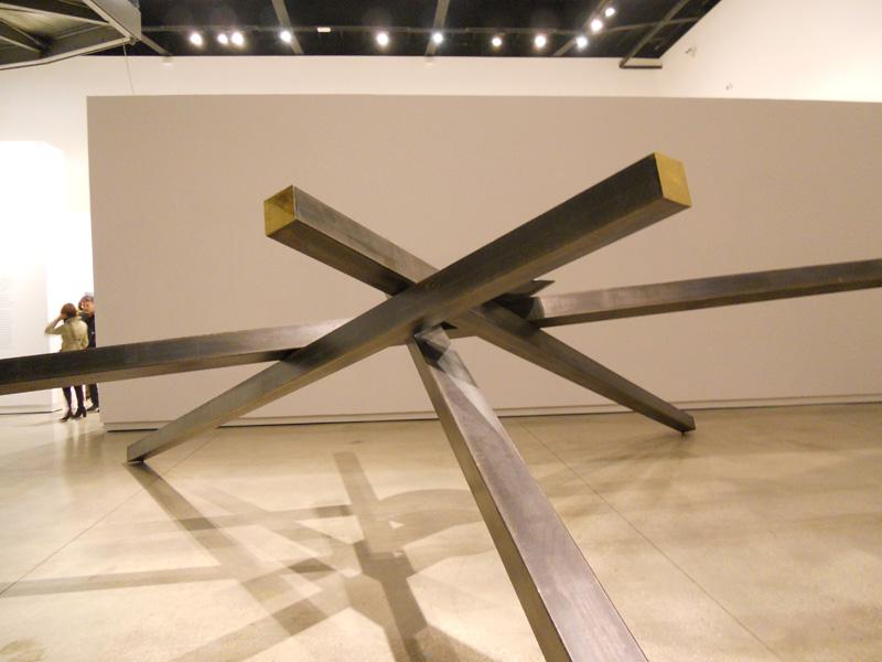 Hidetoshi Nagasawa_Macro - Ombra verde, 2000, iron, baked clay, water, 200 x 40