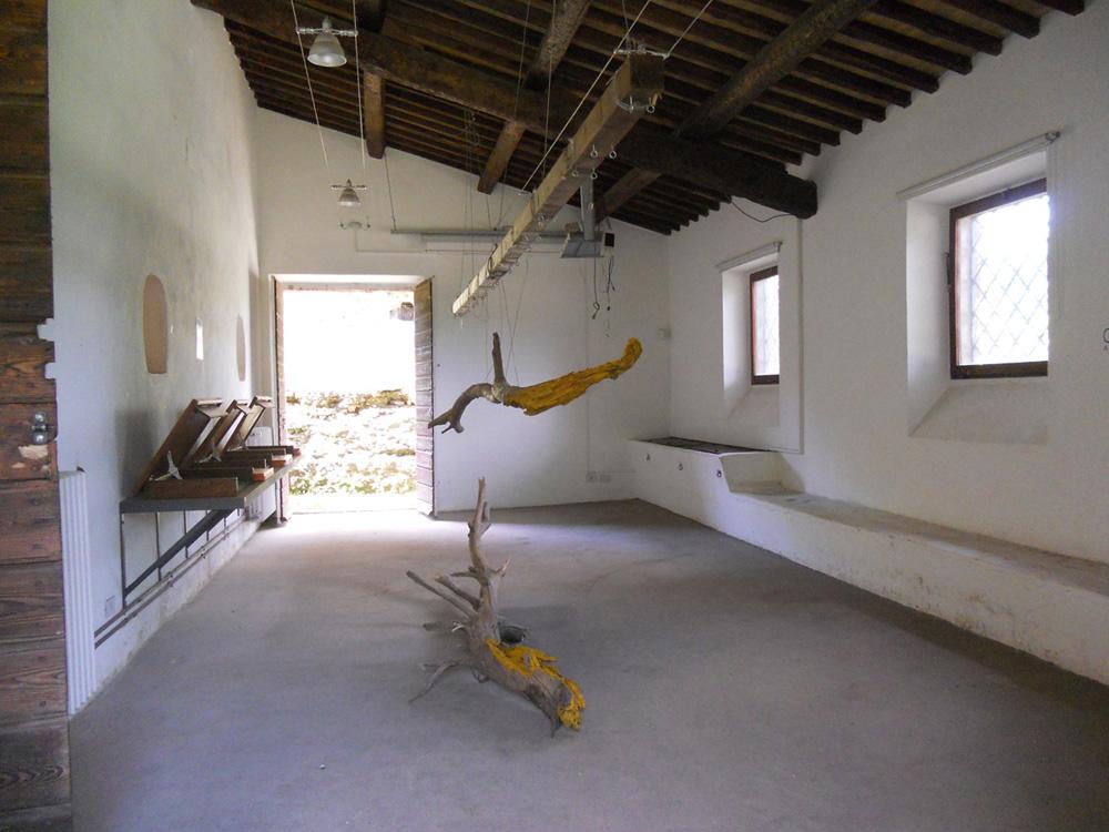 Scultura di Jill Rock, allestimento al Casale Ex Mulino in Caffarella - maggio/giugno 2013