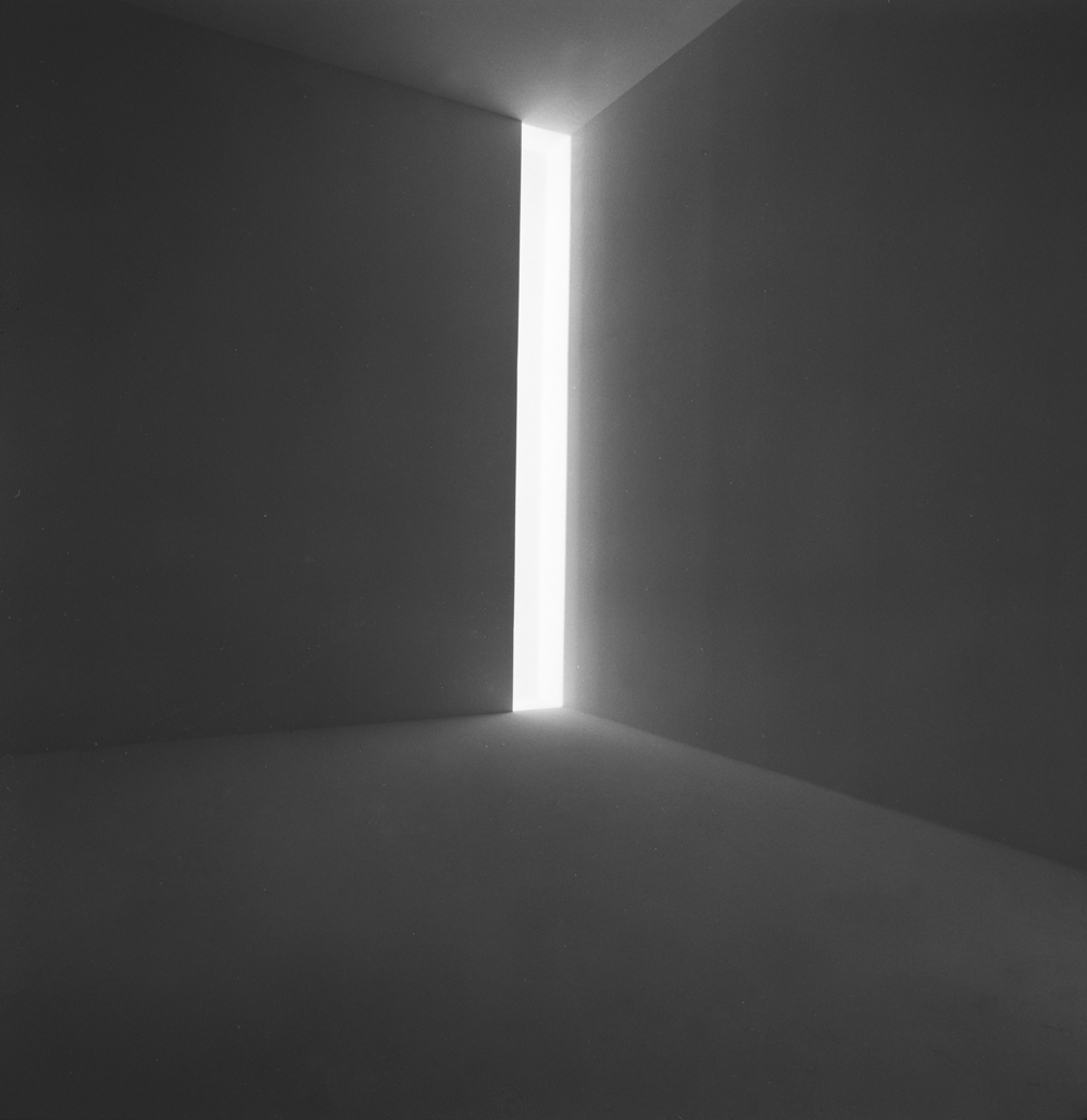 James Turrell - Ronin, 1968 - Fluorescent light, dimensions variable - Collection of the artist © James Turrell Installation view: Jim Turrell, Stedelijk Museum, Amsterdam, April 9–May 23, 1976 - Photo: Courtesy the Stedelijk Museum