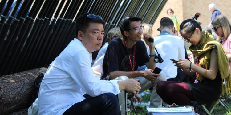 Liu Jiakun con l'assistente He Shuo