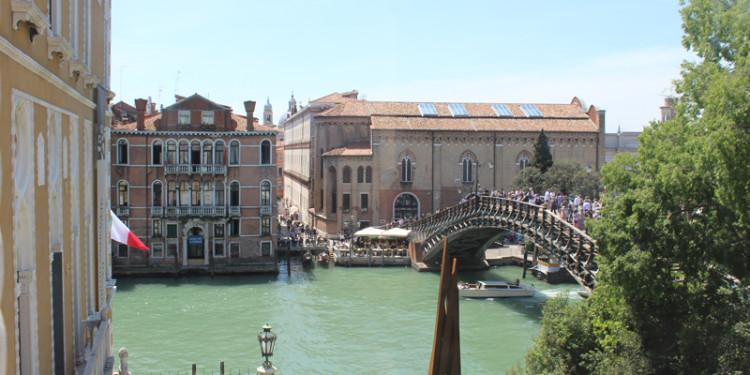 veduta da Palazzo Franchetti sul Ponte dell'Accademia