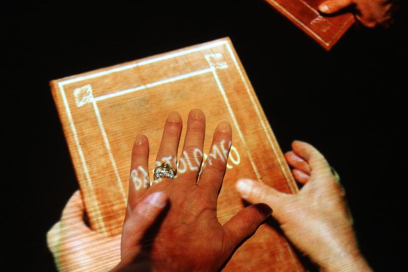 mano sinistra di Raffaella Losapio_Hug