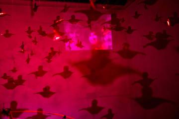 010_SOUL UNDER 35_Valentina Colella_ spazio MAW Sulmona_interazione con la micro cam da sinistra Kurtz, Italia Gualtieri Curatrice di intime connessioni, Valentina_foto di Massimo Capaldi 2015
