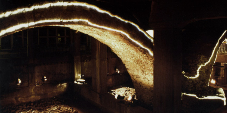 Sul posto, installazione di Fabrizio Crisafulli, Ponte romano, Parma, 1998 (foto Franco Furoncoli)