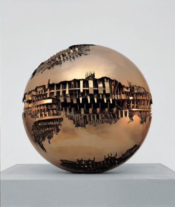 Sfera n. 1, 1963 bronzo, ø 12 cm - Fotografia di Aurelio Barbareschi