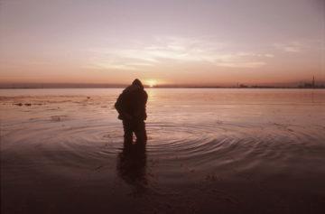 GIORGIO ANDREOTTA CALO', Senza titolo (Laguna Sud) 2007, immagine documentativa dell'azione, Laguna Sud, Venezia, Italia