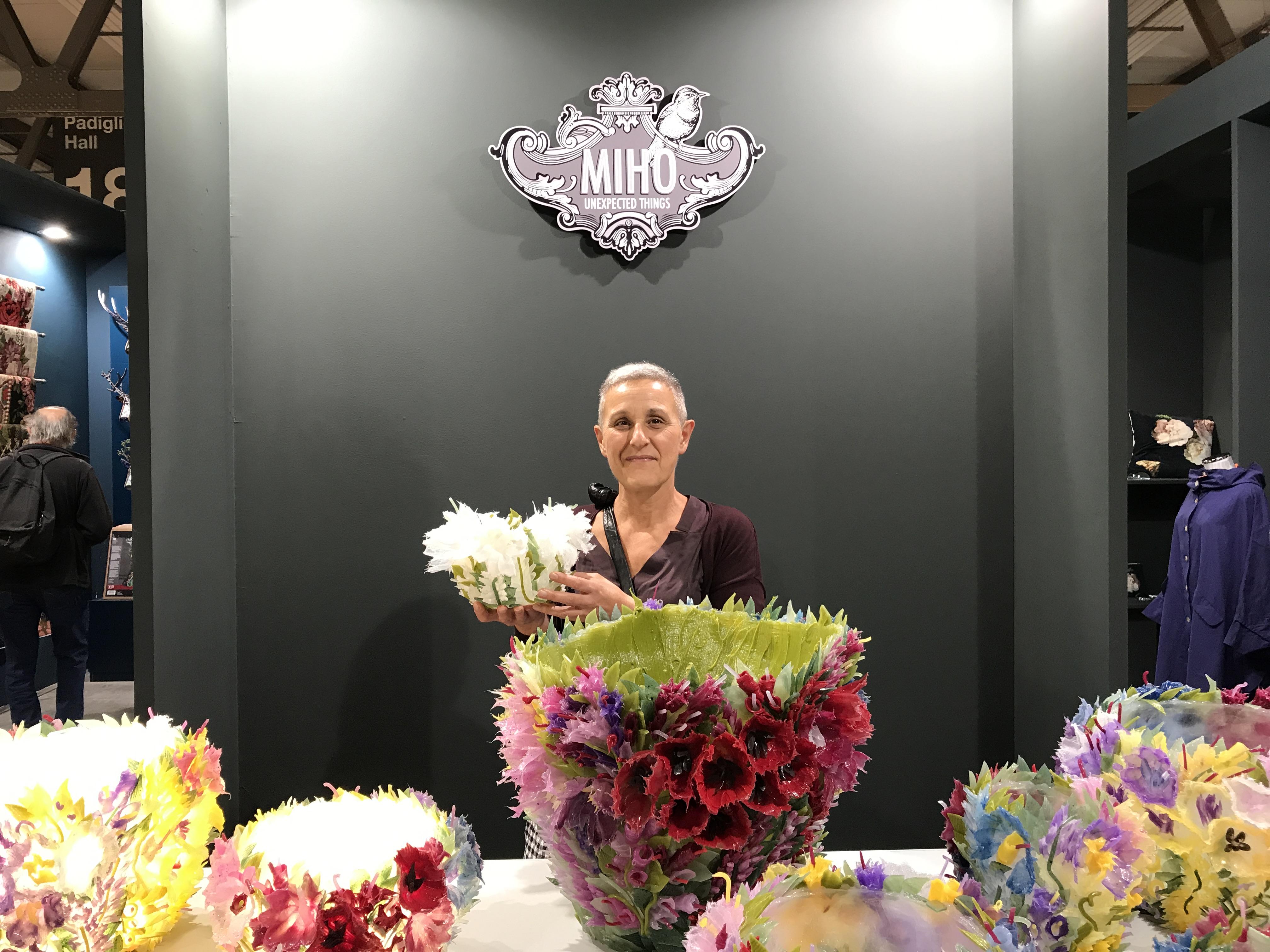 Creatrice Gigliola Scagliotti di Torino, allo stand del distributore Miho di Varese