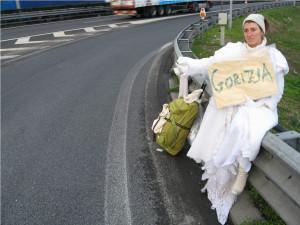 Pippa Bacca (b. 1974-2008), March 10, 2008, Pippa is hitched to Gorizia, Photo Silvia Moro