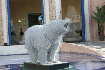 Marrakech_The first art fair_Morocco, David-Mach, Wild-Thing 2009 Assemblage de cintres métalliques Edition à 3 exempl. 164x135x293 cm Copyright David Mach Courtesy Jérôme de Noirmont, Paris