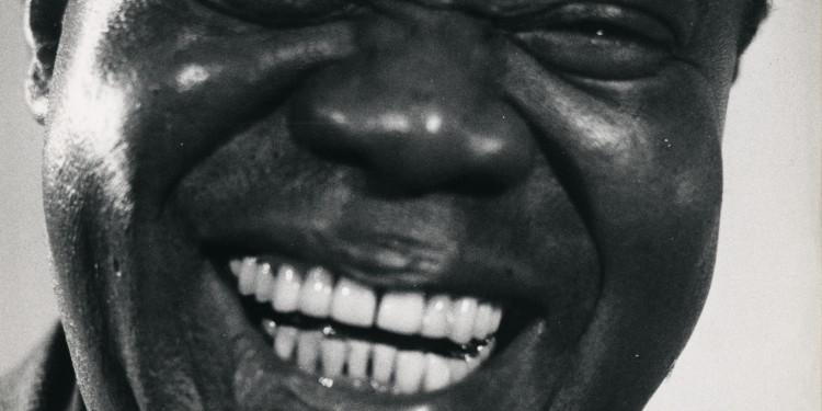 Martin Munkácsi: Párizsi blues - Louis Armstrong nevet. Párizs, 1961. A Martin Munkácsi Hagyaték tulajdona. / Martin Munkácsi: Paris Blues - Louis Armstrong laughing. Paris, 1961. Courtesy: The Estate of Martin Munkacsi