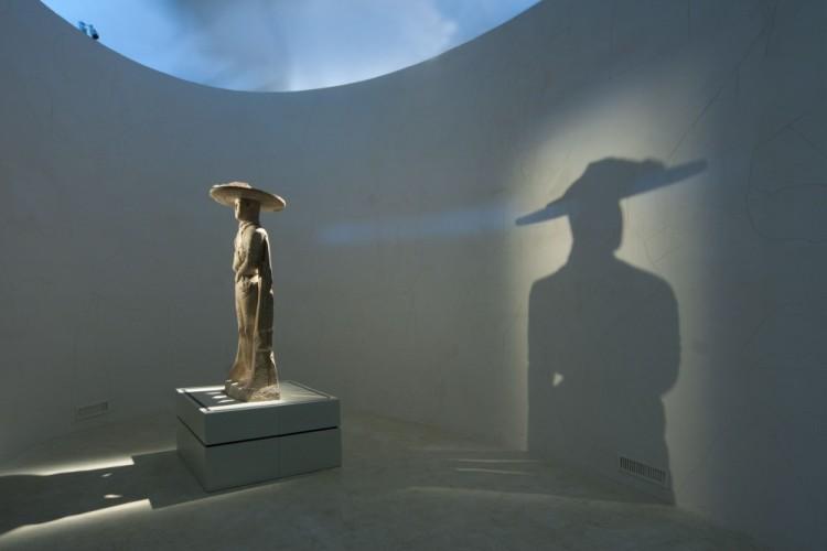 il-guerriero-di-capestrano-nella-nuova-sala-2, © 2011 Rosi Fontana