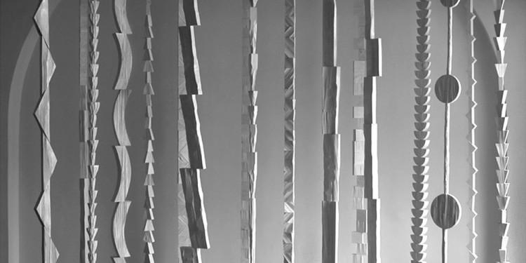Paolo Di Capua 'Crescita di piante notturne' 2001-2011, steli in alluminio e acciaio - h.cm 350 Courtesy: hyunnart studio - Photo: Oan Kyu
