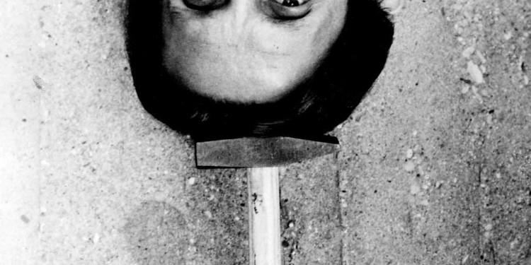 Mladen Stilinović Kalapács / Hammer, 1982 (FEJJEL LEFELÉ! / PLEASE CHECK ORIENTATION, UPSIDE DOWN!!) Ludwig Múzeum - Kortárs Művészeti Múzeum gyűjteménye / Collection of Ludwig Museum - Museum of Contemporary Art