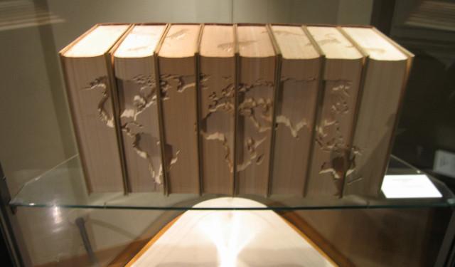 Naoya Takahara, Continenti, 2005, intervento su enciclopedie, 64x24x31 cm
