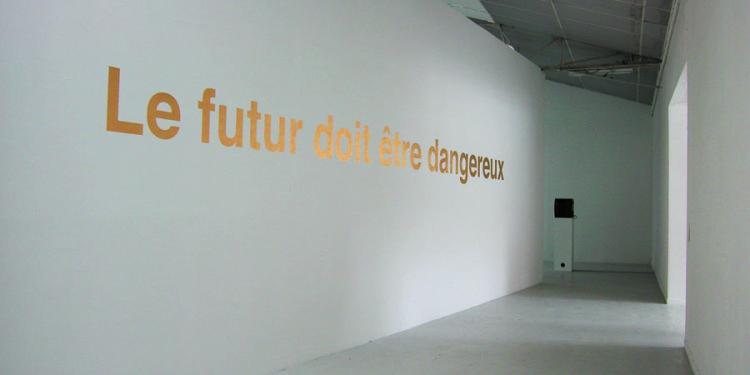 El futuro debe ser peligroso 2005 Serie Frases de oro Colección: Fonds régional d'art contemporain, FRAC Bourgogne, Dijon.