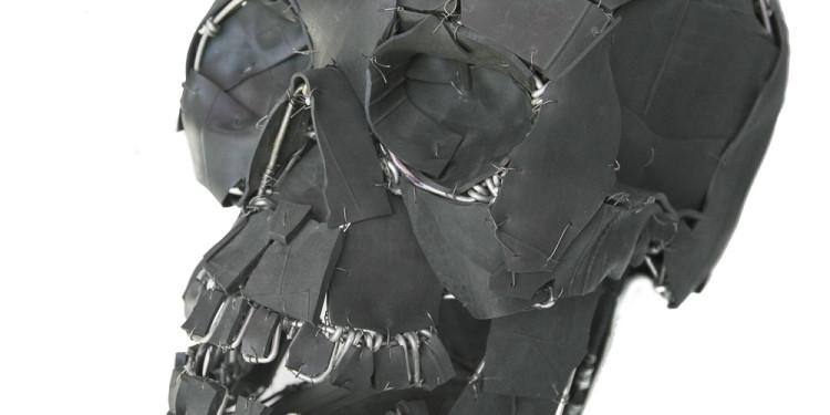 Vladimir Kozin, Teschio 2007 Pneumatico, filo metallico Skull 2007 Car rubber, wire, layup