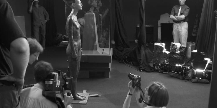 Kis Varsó: Nefertiti teste (Az összeillesztés után a berlini Egyiptológiai múzeumban), 2003 fotó: Petrányi Zsolt © Kis Varsó Little Warsaw: The Body of Nefertiti (After the unification at the Egyptian Museum Berlin), 2003 Photo: Zsolt Petrányi ©Little Warsaw