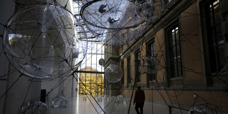 Tomás Saraceno Biosphere 01, Statens Museum for Kunst, Kopenhagen, Dänemark, 2009 Foto: Courtesy Tomás Saraceno, Produced by National Gallery of Denmark 2009