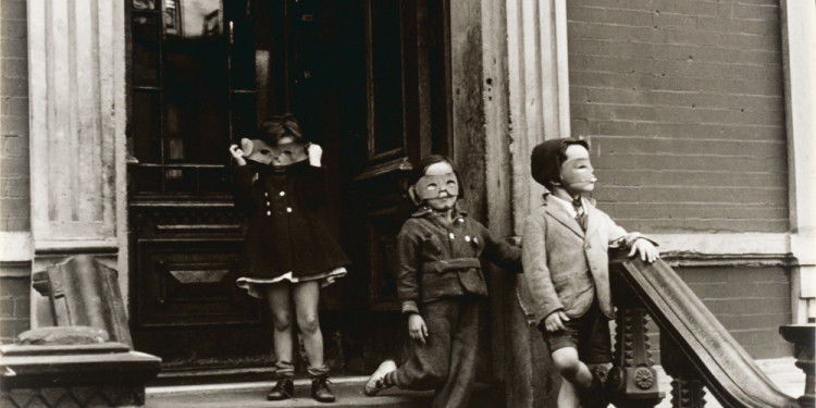 Helen Levitt New York, about 1940 Gelatin silver print © Estate of Helen Levitt