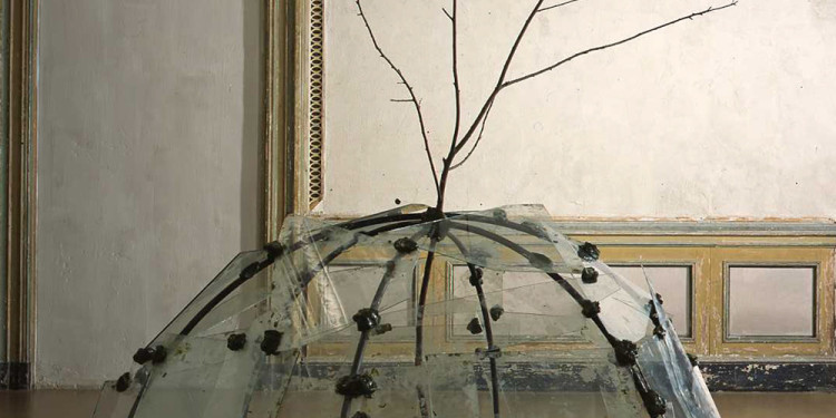 Mario Merz Igloo con albero, 1968-1969 tubolare in ferro, vetri, stucco, ramo / iron pipe, glasses, filler, branch igloo: 110 x 230 cm di diametro / diameter; ramo / branch: h 246 cm Progetto per / Project for l'Arte Moderna e Contemporanea CRT – in deposito presso / on loan to Castello di Rivoli Museo d'Arte Moderna e Contemporanea, Rivoli – Torino GAM Galleria Civica d'Arte Moderna e Contemporanea, Torino Photo© Castello di Rivoli Museo d'Arte Contemporanea, Rivoli / Photo© Paolo Pellion, Torino
