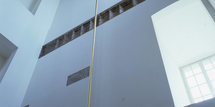 James Lee Byars The Wand (La bacchetta), 1989 alluminio dorato / gilded aluminum 1650 x Ø 7,5 cm Castello di Rivoli Museo d'Arte Contemporanea, Rivoli-Torino foto / photo Paolo Pellion