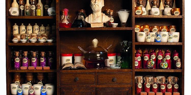 Ettore Sobrero, Modello di una farmacia Boots, fine XIX secolo, 2011, Materiali vari, cm 32x36x18