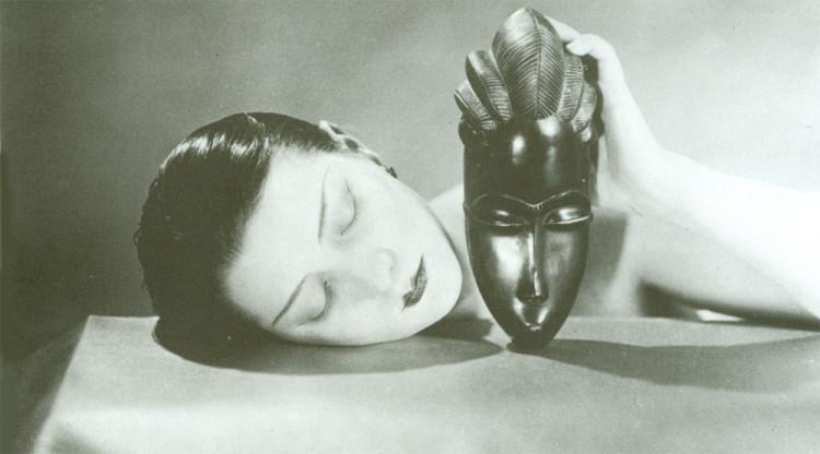 Man Ray, Noire et blanche, 1926, fotografia, new print del 1980, 23 x 30 cm, courtesy Fondazione Marconi, Milano (particular)