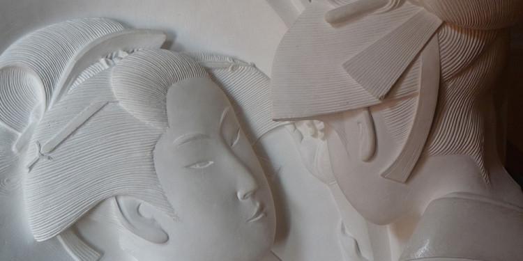 Kitagawa Utamaro, Okita, traduzione tridimensionale della stampa ad uso di persone non vedenti, gesso alabastrino, 62 x 44 x 21 cm, Istituto dei Ciechi Francesco Cavazza, Museo Tattile Anteros, Bologna
